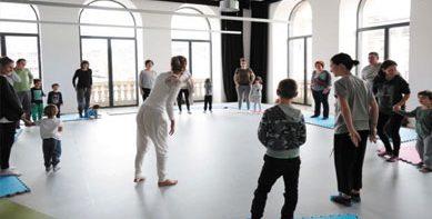 Actividad-yoga-infantil-3-389x233