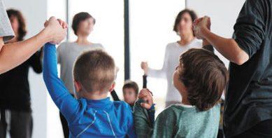 Actividad-yoga-infantil-389x233